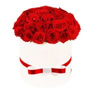 Red roses in a white hat box - flowers and bouquets on df.ua