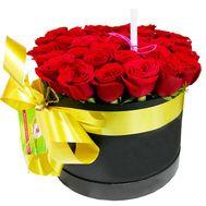 Красные розы в черной шляпной коробке - цветы и букеты на df.ua