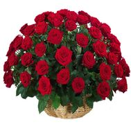 Red roses in the basket of a man for an anniversary - flowers and bouquets on df.ua