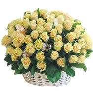 Cream roses in a basket with a bow - flowers and bouquets on df.ua