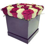 Квадратная коробка с белыми и красными розами - цветы и букеты на df.ua