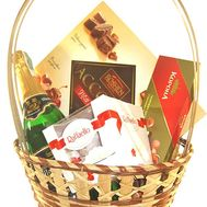 Gift basket - flowers and bouquets on df.ua