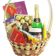 Gift basket of sweets - flowers and bouquets on df.ua