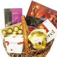 Gift basket with sweets to buy - flowers and bouquets on df.ua