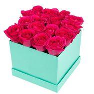 Розовые розы в квадратной коробке - цветы и букеты на df.ua