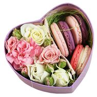 Sweets in a box of flowers - flowers and bouquets on df.ua