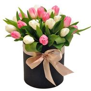25 тюльпанів в шляпній коробці - цветы и букеты на df.ua