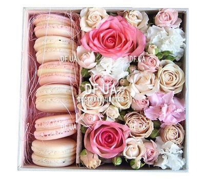 """Macaroons with flowers in a box"" in the online flower shop df.ua"