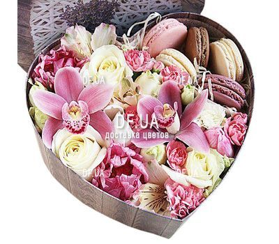 """Flowers in a Box with Sweets"" in the online flower shop df.ua"