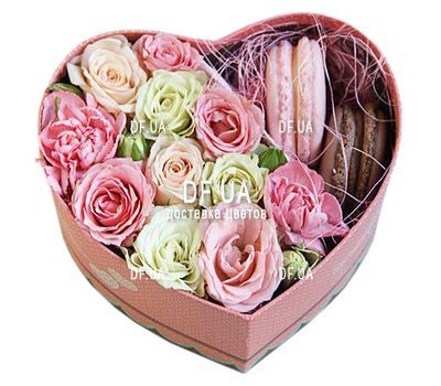 """""""Box of macaroons and flowers"""" in the online flower shop df.ua"""