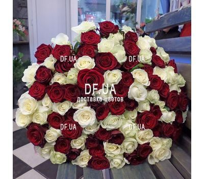 """Elegant bouquet of roses - view 2"" in the online flower shop df.ua"