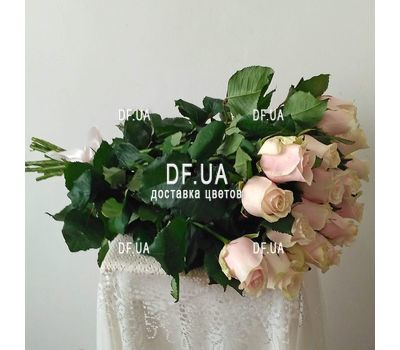 """Cute bouquet of cream roses - view 3"" in the online flower shop df.ua"