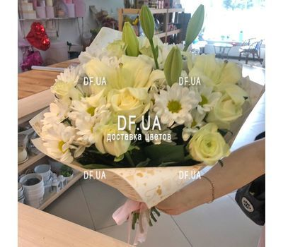 """Bouquet of light colors - view 14"" in the online flower shop df.ua"